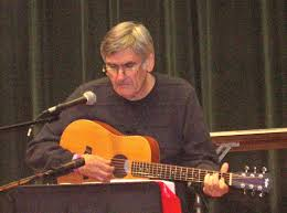 Marshall Rosenberg mit Gitarre